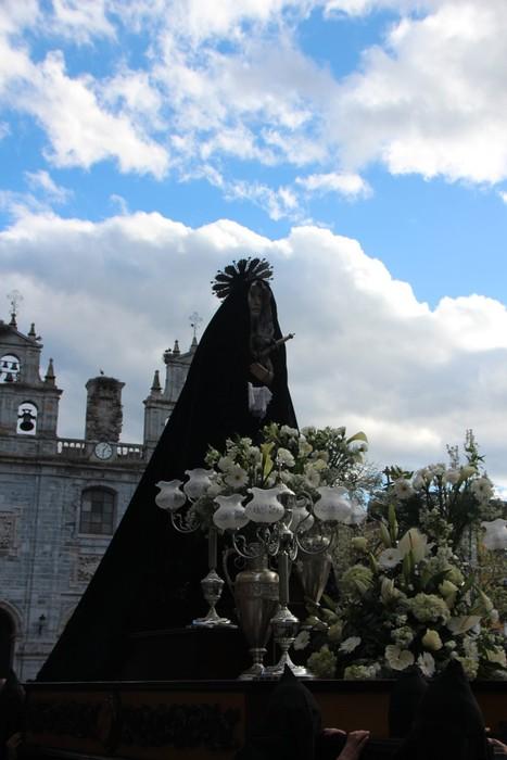Ohitura katolikoei jarraiki, jende ugari batu da Urduñako prozesioan - 48