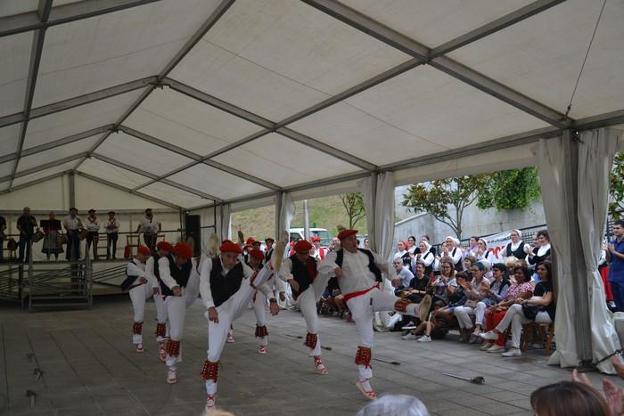 Untzueta dantza taldeak 35. urteurrena ospatu zuen atzo - 76