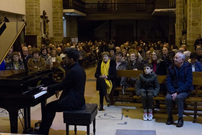 Antonio Oyarzabalek piano kontzertu jendetsua eskaini zuen atzo - 16