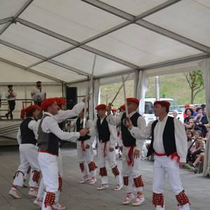 Untzueta dantza taldeak 35. urteurrena ospatu zuen atzo