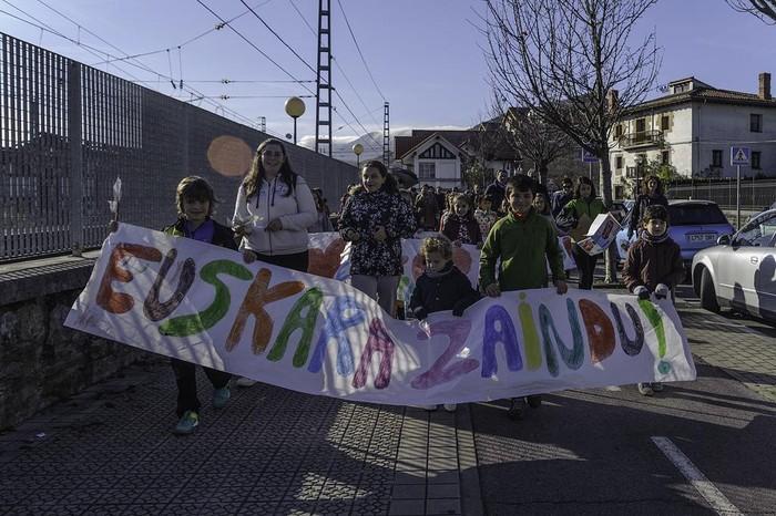"""ARGAZKIAK: """"Aiaraldea euskaldun!"""" lemapean konpromiso eta maitasunez bete da Amurrio - 103"""