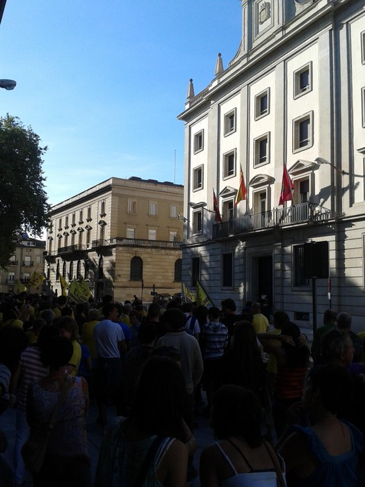 Kuartangoko herritarrekin protesta egin genuen atzo Espainiako Gobernuak herri galdeketa debekatu ostean