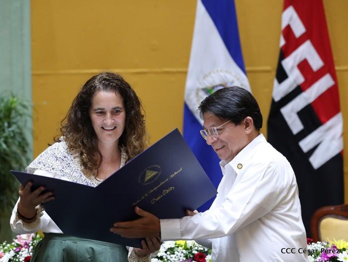 Nikaraguako Gobernuko ordezkarien eskutik jaso zuen saria Ramon Belaustegigoitiaren familiak - 3