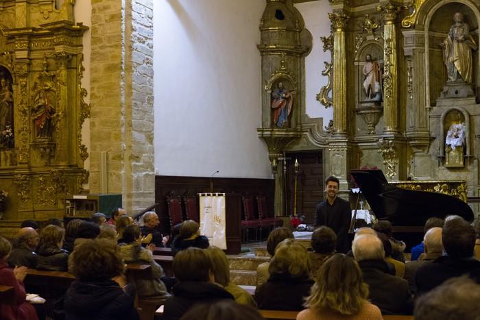 Antonio Oyarzabalek piano kontzertu jendetsua eskaini zuen atzo - 18