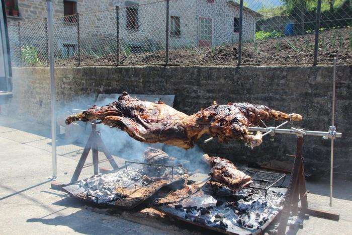 Gastronomiak batu zuen atzo hainbat jende Artomañan - 4