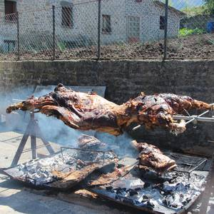 Gastronomiak batu zuen atzo hainbat jende Artomañan