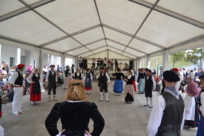 Untzueta dantza taldeak 35. urteurrena ospatu zuen atzo - 135