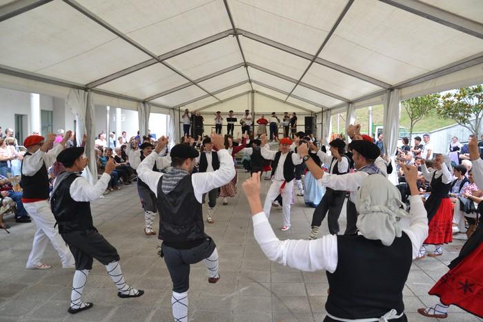 Untzueta dantza taldeak 35. urteurrena ospatu zuen atzo - 122