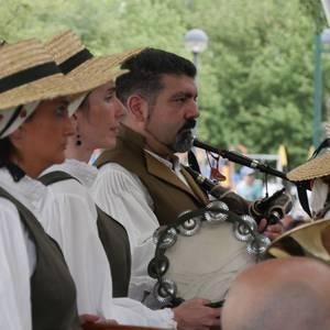 Galiziar doinuek hartu zuten atzo Aldai plaza