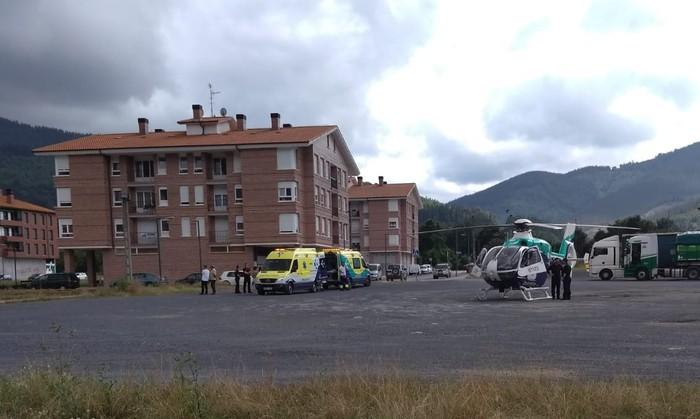 14 urteko txirrindulari batek kolpea jaso du eta helikopteroz eraman dute ospitalera