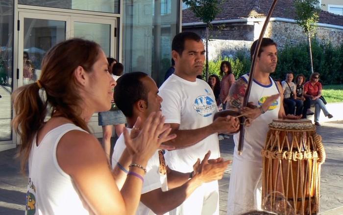 ARGAZKI BILDUMA: Capoeira ikuskizuna