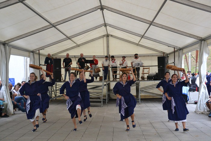 Untzueta dantza taldeak 35. urteurrena ospatu zuen atzo - 92