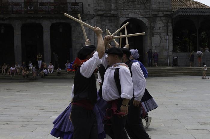 Eguzkilore dantza taldeak erakustaldia egin zuen igandean - 12