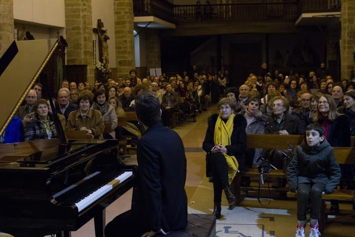 Antonio Oyarzabalek piano kontzertu jendetsua eskaini zuen atzo - 15