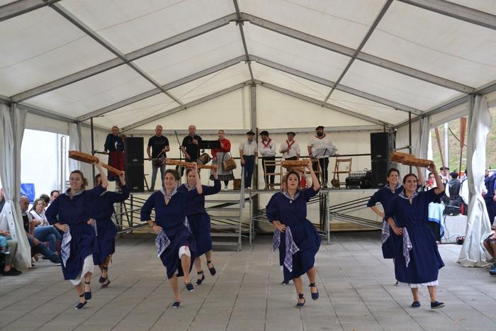 Untzueta dantza taldeak 35. urteurrena ospatu zuen atzo - 49