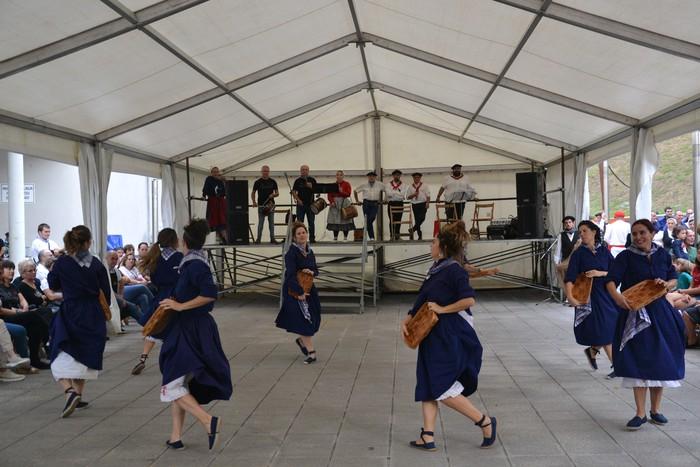 Untzueta dantza taldeak 35. urteurrena ospatu zuen atzo - 50