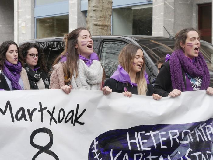 Ehunka emakume* grebalarik hartu dituzte Aiaraldeko kale eta plazak - 17
