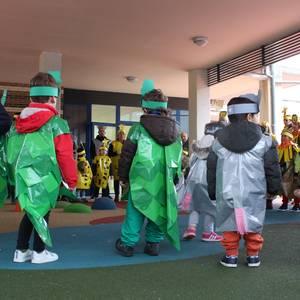 Okondoko umeek dantzatzen ospatu zituzten Aratusteak