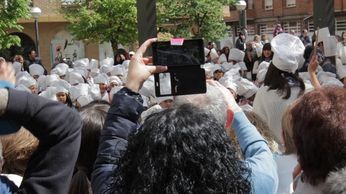 San Anton plazan egin dute umeek San Prudentzioko danborrada - 33