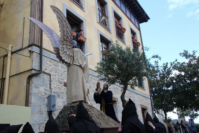Ohitura katolikoei jarraiki, jende ugari batu da Urduñako prozesioan - 25