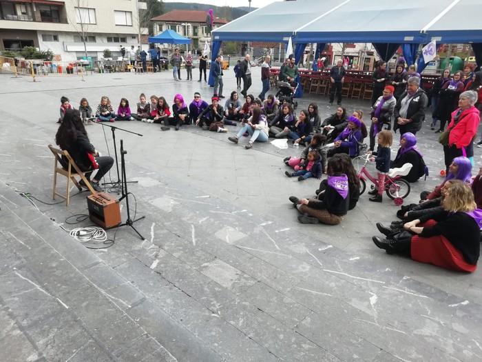 Ehundik gora emakume batu dira Amurrioko goizeko ekintzetara - 24