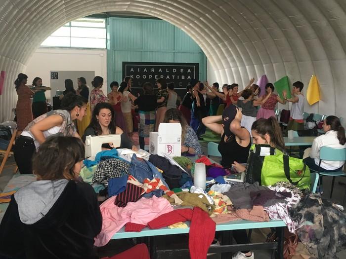 Aiaraldeko emakume feministen topaketa argazkitan - 85
