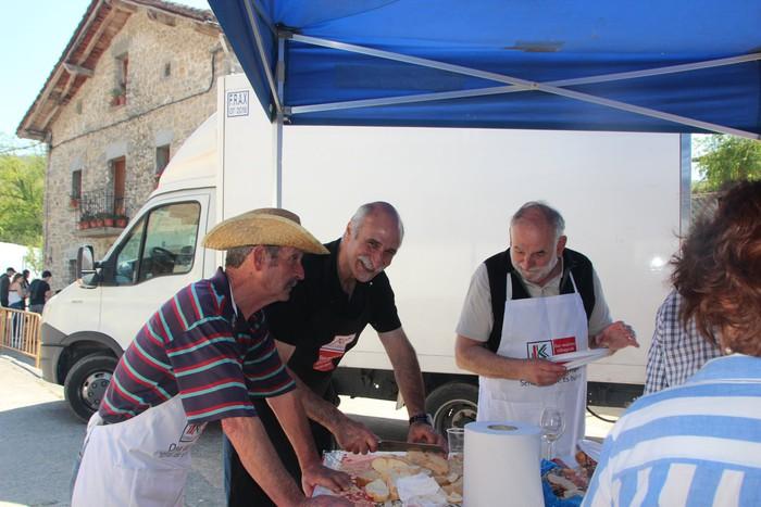 Gastronomiak batu zuen atzo hainbat jende Artomañan - 5