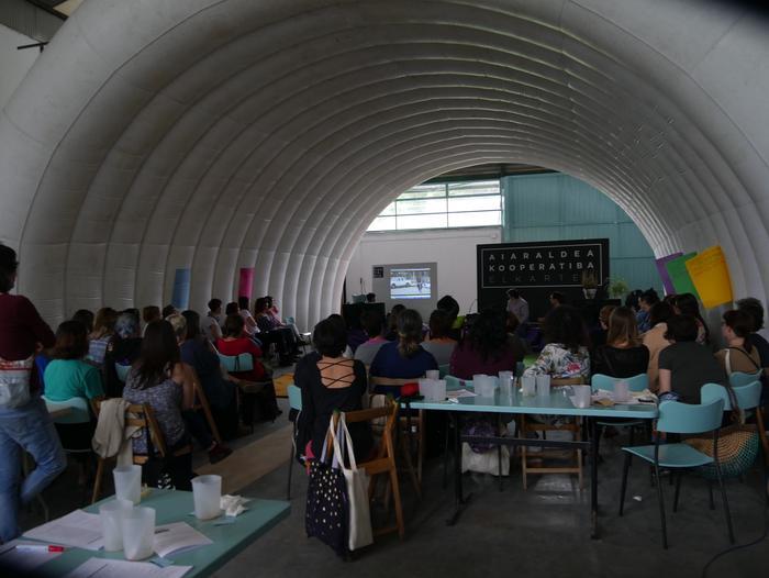 Aiaraldeko emakume feministen topaketa argazkitan - 24