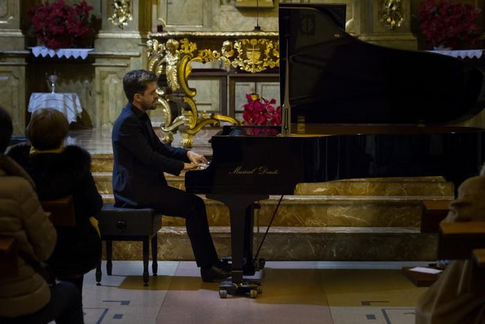 Antonio Oyarzabalek piano kontzertu jendetsua eskaini zuen atzo - 10