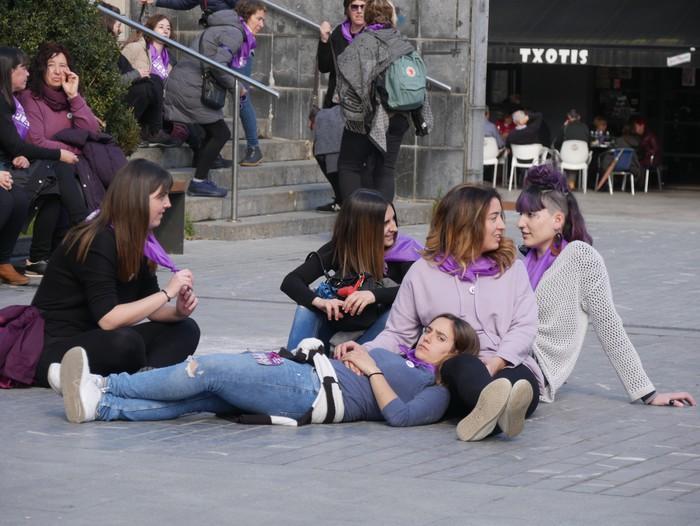 Ehunka emakume* grebalarik hartu dituzte Aiaraldeko kale eta plazak - 91