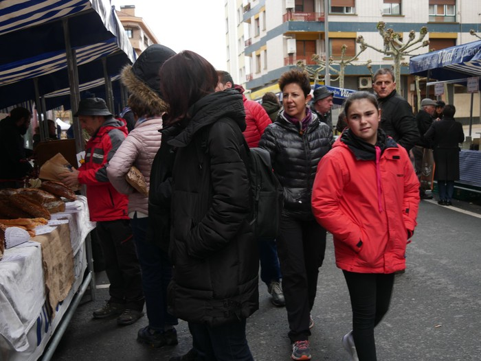 Ehunka pertsona bildu ditu Amurrioko San Anton azokak aurten - 56