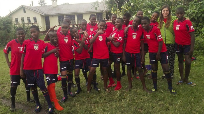 Ugandako Nyakasura girls team taldeak jokatuko du CD Orduñaren uniformearekin