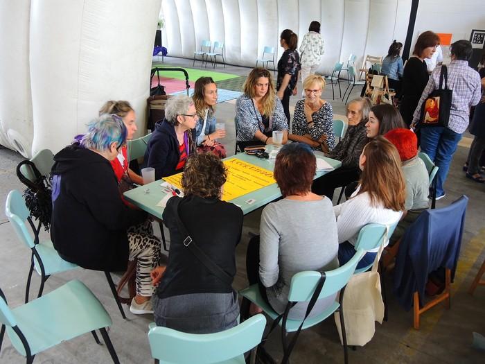 Aiaraldeko emakume feministen topaketa argazkitan - 70