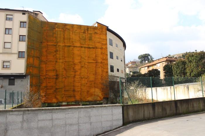 Mural bat egingo dute udaletxearen atzeko paretan, tokiko merkataritza sustatzeko