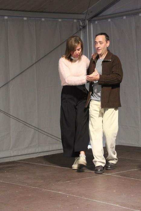 Swing doinu eta dantzek hartu zuten Foru plaza eguerdian - 4