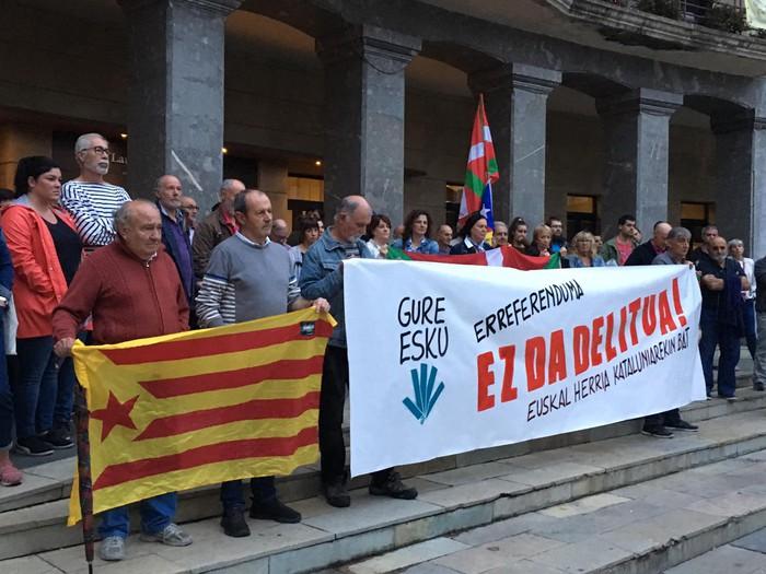 """Gure Esku Dago: """"Erreferenduma ez da delitua, larrialdi demokratiko batean gaude""""  - 17"""