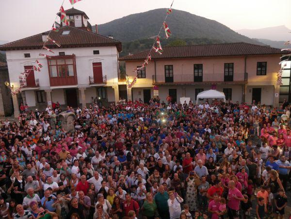 Ana Perezen pregoiari jarraiki, festarekin gaztetu da Artziniega - 35