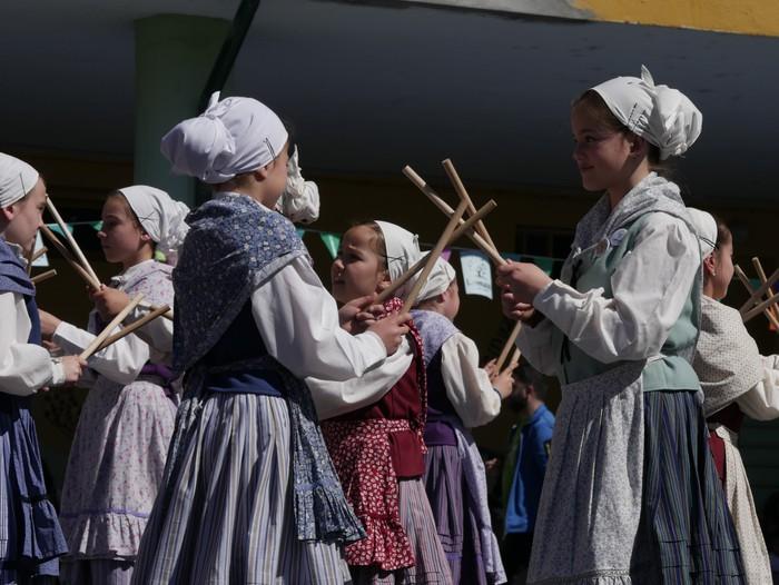 Bizilagun ugari inplikatu dira Lamuza Ikastetxearen 50. urteurrenaren jaian - 24
