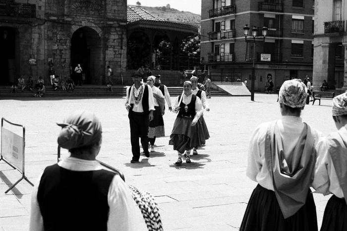 Eguzkilore dantza taldeak erakustaldia egin zuen igandean - 7