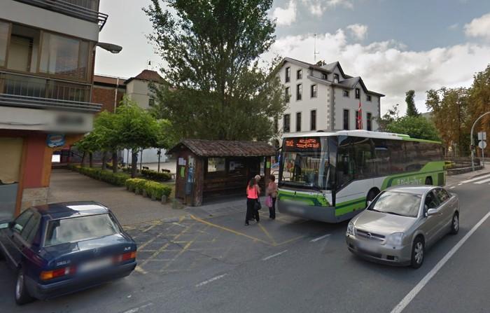 Autobus geltokia handitzeko obrak egiten dabiltza