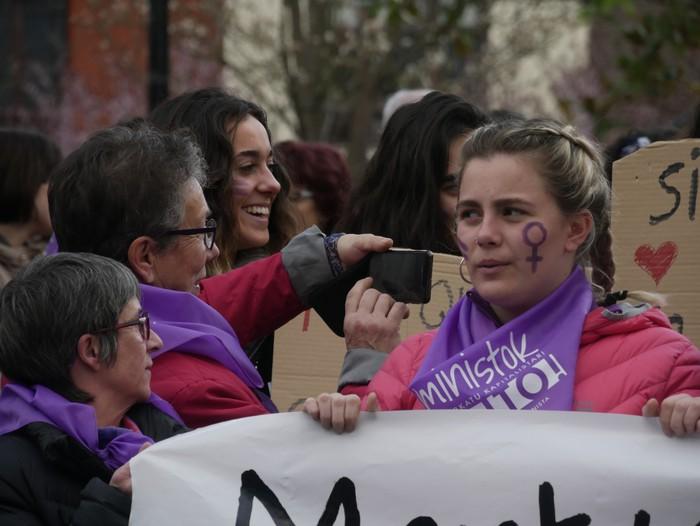 Ehunka emakume* grebalarik hartu dituzte Aiaraldeko kale eta plazak - 25