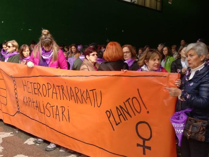 Ehunka emakume* grebalarik hartu dituzte Aiaraldeko kale eta plazak - 55
