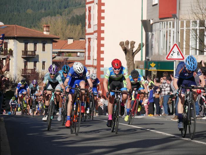 Pablo Fernandezek irabazi zuen sprintean Aiarako Birako lehen etapa - 87