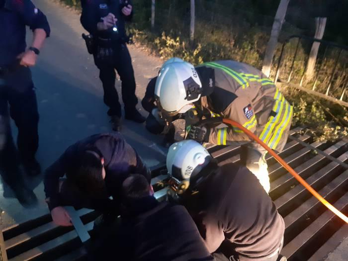 Kanadiar pasabide batean hanka harrapatuta zuen gazte bat erreskatatu dute suhiltzaileek