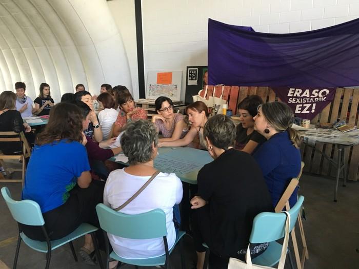 Aiaraldeko emakume feministen topaketa argazkitan - 46