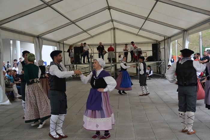 Untzueta dantza taldeak 35. urteurrena ospatu zuen atzo - 35