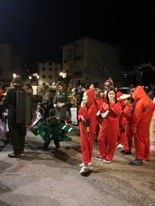Estralurtarrek ere ez zuten galdu atzo Aratusteen desfilea Artziniegan - 4