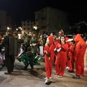 Estralurtarrek ere ez zuten galdu atzo Aratusteen desfilea Artziniegan