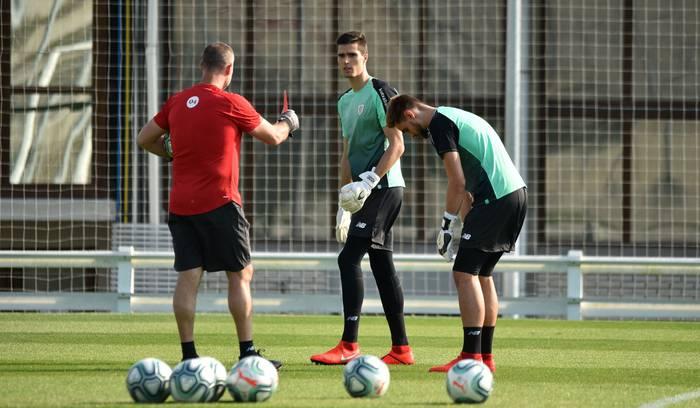 Athleticetik Melillara egin du jauzi Hodei Oleaga futbol atezainak