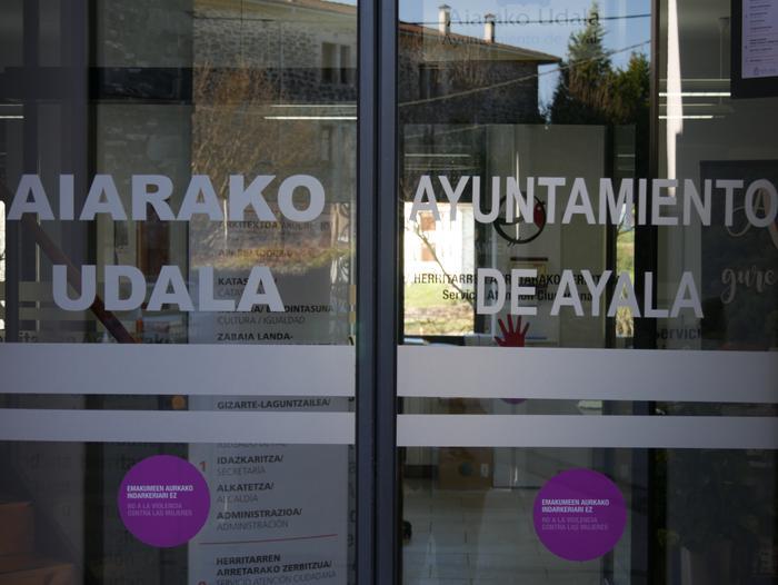 Administrazioetan izapideak betetzeko gida jaso dute Aiarako udal webgunean